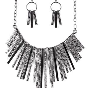 Welcome To The Pack - Black Necklace Set